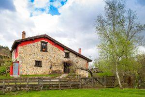 fachada de la casa rural la torraya